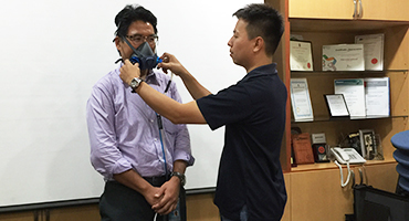 Quantitative respirator fit test